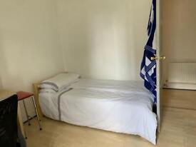 Nice Double Room in Putney with no admin fees and DSS accepted