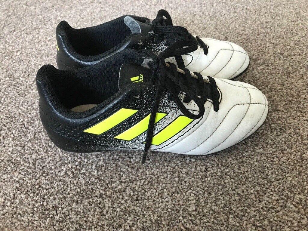 Size 1 boys Adidas football boots moulds  664ebbe5b