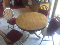 Round Table + 4 Chairs Can be Extended