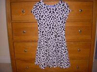 Girls Dress Black & white leopard print. Age 7-8 yrs. Height 128cm chest 54 cm.