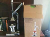 Cold press hand juicer
