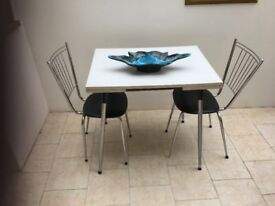 RETRO VINTAGE FORMICA EXTENDING TABLE AND 2 CHAIRS
