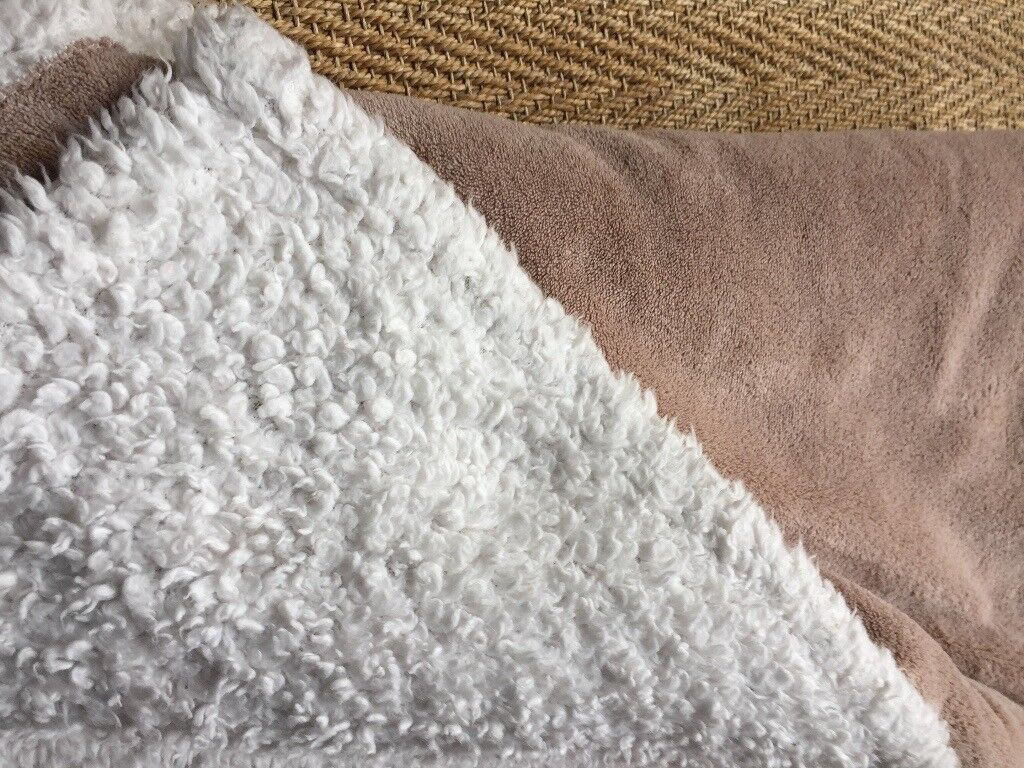 HERITAGE - FAUX SHEEPSKIN SOFT BLANKET OR THROW