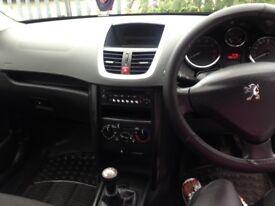 Black Peugeot 207