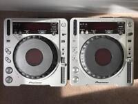 2 x Pioneer CDJ800-MK2 - Great condition