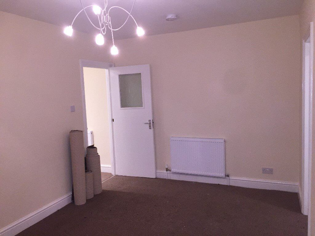 1 Bed Flat, West Ealing / Hanwell boarder with Double Bedroom new Kitchen & Bathroom