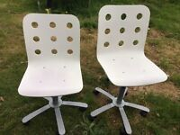 White gaslift office chairs
