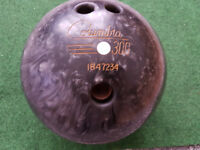 Columbia 300 white spot 10 pin bowling ball