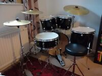 Remo/Solar 8 piece drum kit incl. Drum bags, mute pads, stool & sticks - great condition/beginners