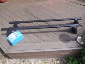 ROOF BARS HALFORDS M501 (FITS FORD FOCUS 2010 & OTHER CARS)