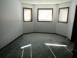 LARGE 3 BED+ DEN, 2.5 BATH WITH DBL ATTACHED GARAGE IN N.W. Edmonton Edmonton Area image 9