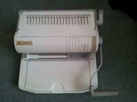 Rexel Comb Binding Machine plus various plastic combs, A4 clear cover sheets- Reduced to £10