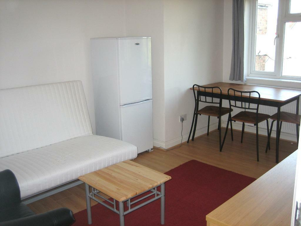 SOME BILLS INCLUDED! LOVELY GREAT VALUE 2 BEDROOM FLAT NEAR ZONE 2/3 TUBE, 24 HOUR BUSES & SHOPS