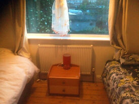 Double sized bedroom with 2 single beds to rent in Becontree, RM8 area.