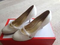 Cream wedding shoes size 5 only worn once for a few hours