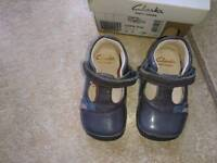Clarks leather pre-walking baby girl shoes size 3, fit F