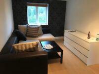 *Beautiful 1 bedroom flat in Waltham Cross EN8 7SA £1000 (only two weeks deposit)