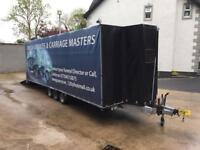 Enclosed tri-axle trailer