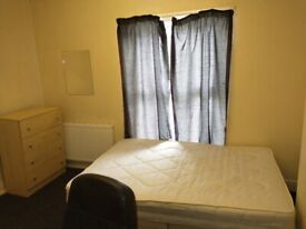 Double Room in shared 3 bed house available