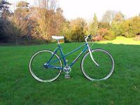 Cute vintage ladies bike. Mixte frame. Just serviced, fully working.