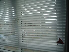 NEW AND BOXED WHITE VENETIAN BLIND