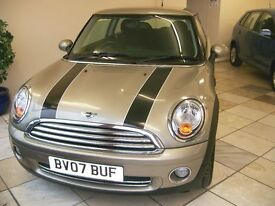 "MINI COOPER. Striking Car. Full Service History. 1598cc, Petrol, Manual, 15"" Alloy Wheels."