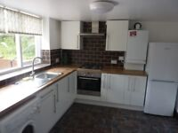 £445 pw | Newly redecorated 3 bedroom flat with private garden, study and separate lounge