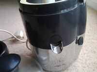 Magimix Juicer, Good Condition & Fully Working, inc Book & Citrus Press. Collect Kirkby NG17