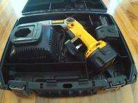 Cased Dewalt DW920 screwdriver / Charger & 2 Batteries.