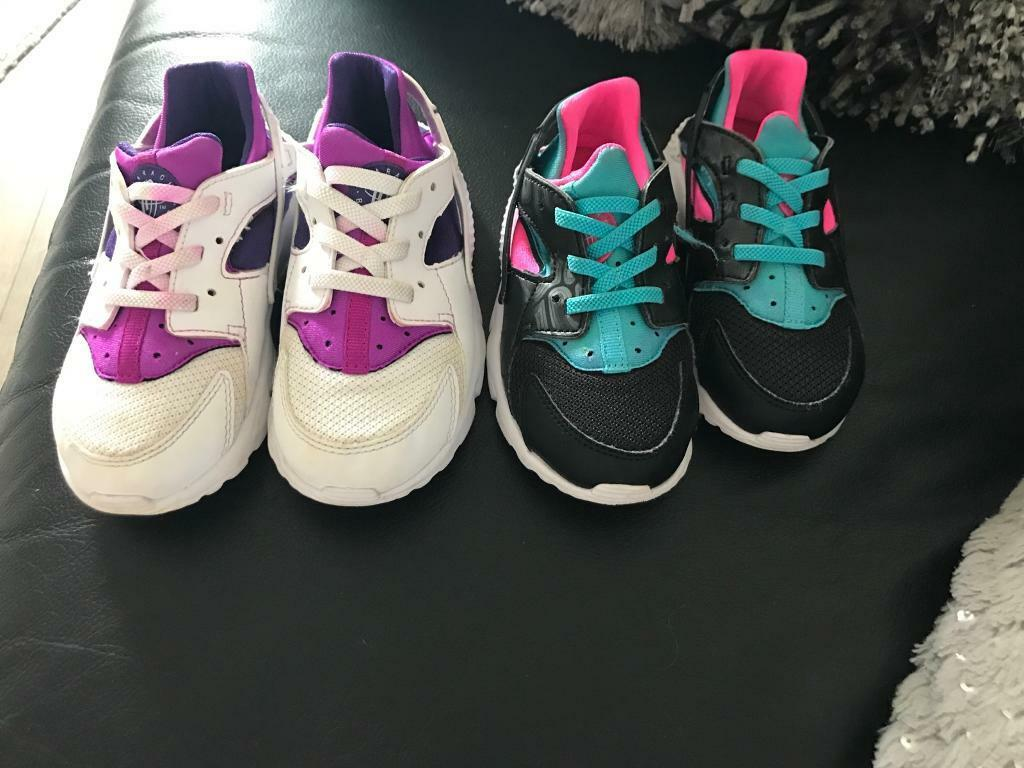 Nike huaraches kidsin Larkhall, South LanarkshireGumtree - Two pairs of Nike huaraches both worn a couple of times. Black are 8.5. White are 9.5. Although I would say these are small made. Black excellent condition. The dye on the white has run into the laces. When Ive cleaned the shoes. Not sure if you can...