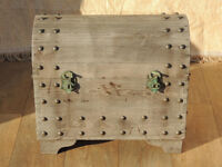Wooden heavy duty trunk small / medium (Delivery)
