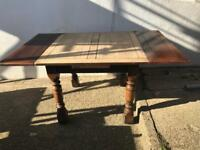 Beautiful solid oak dining table that extends