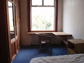 Character room overlooks the private wooded garden in this spacious share. 100MB. B.B. Free Parking