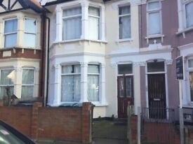 Nice and Clean Double Large Room on Ground Floor Available in Share House Near Turnpike Lane