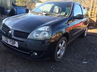 Renault Clio black 1.2 petrol manual breaking for parts / spares