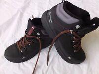 Men's snowboots/walking boots. Size 8.5. Never worn. Black