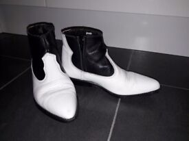 WRANGLER BLACK AND WHITE LADIES ANKLE COWBOY BOOTS SIZE 3.