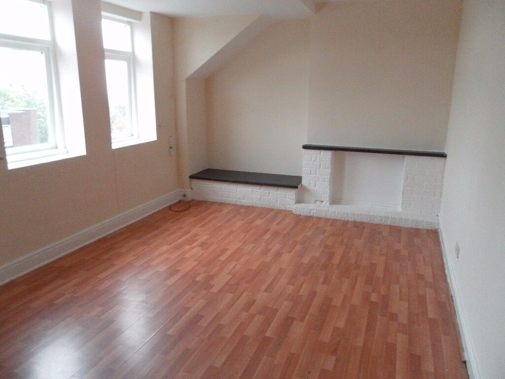 A one bed top fl flat Bootle, L20 9AF, unfurn, fitted wardrobes, elec heaters, parking, view recom