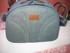 CARRY-ON VANITY CASE / OVERNIGHT BAG