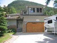 Looking for a single family home in Banff?