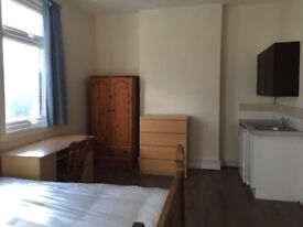 Spacious double bedroom in Erdington Town Centre to let