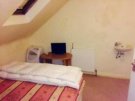 Double bedroom Central Axminster Parking, Wifi, Short/Long term