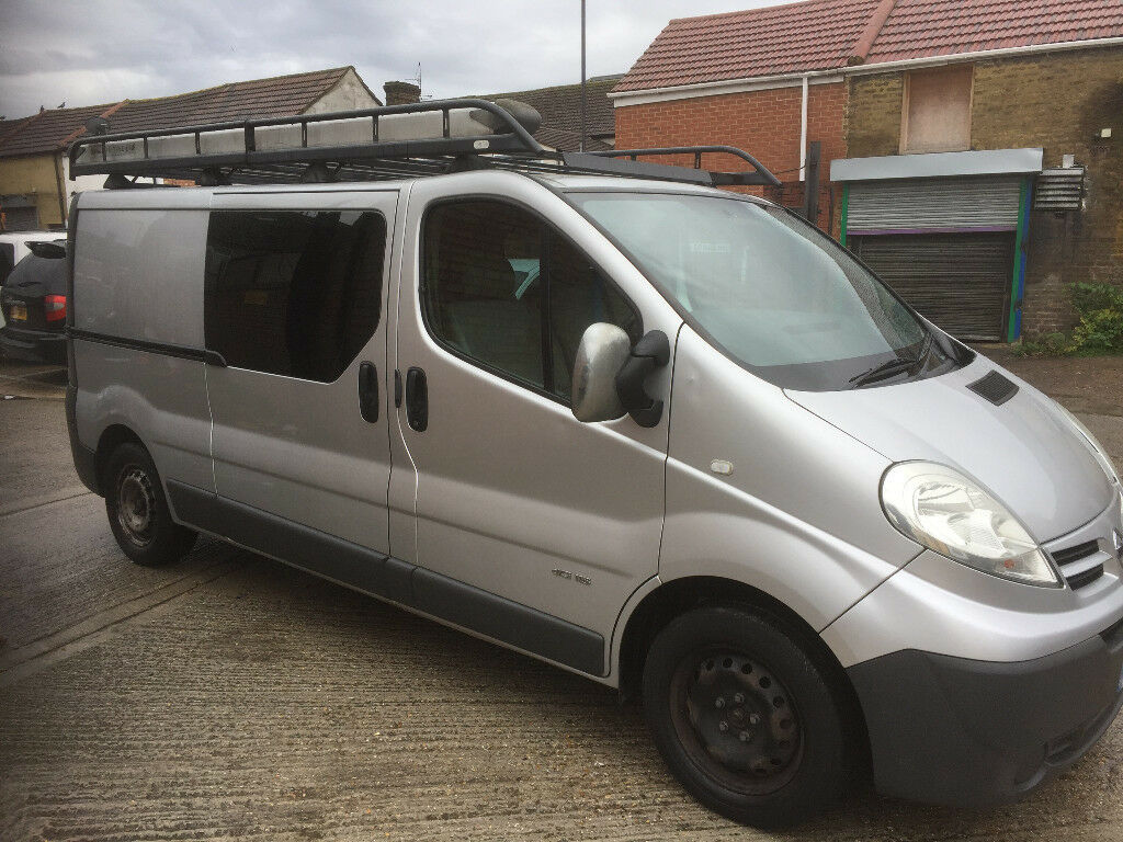 We repair vans specialising in Vauxhall Vivaro, Renault