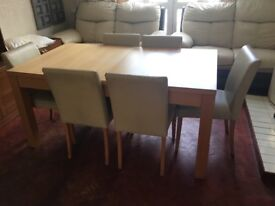 Dining table with 6 chairs in VGUC