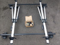 Thule Roof Bars and 2 Exodus cycle carriers fits Honda Insight Excellent condition