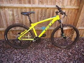 GT Avalanche Sport 2016 Hardtail Trail Bike - only 6 months old! Size: MEDIUM
