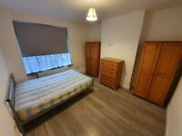 Canons Park, Edgware, 1 Double Room £500 pcm including all bills. 1 Min to Canons Park Tube Zone 5