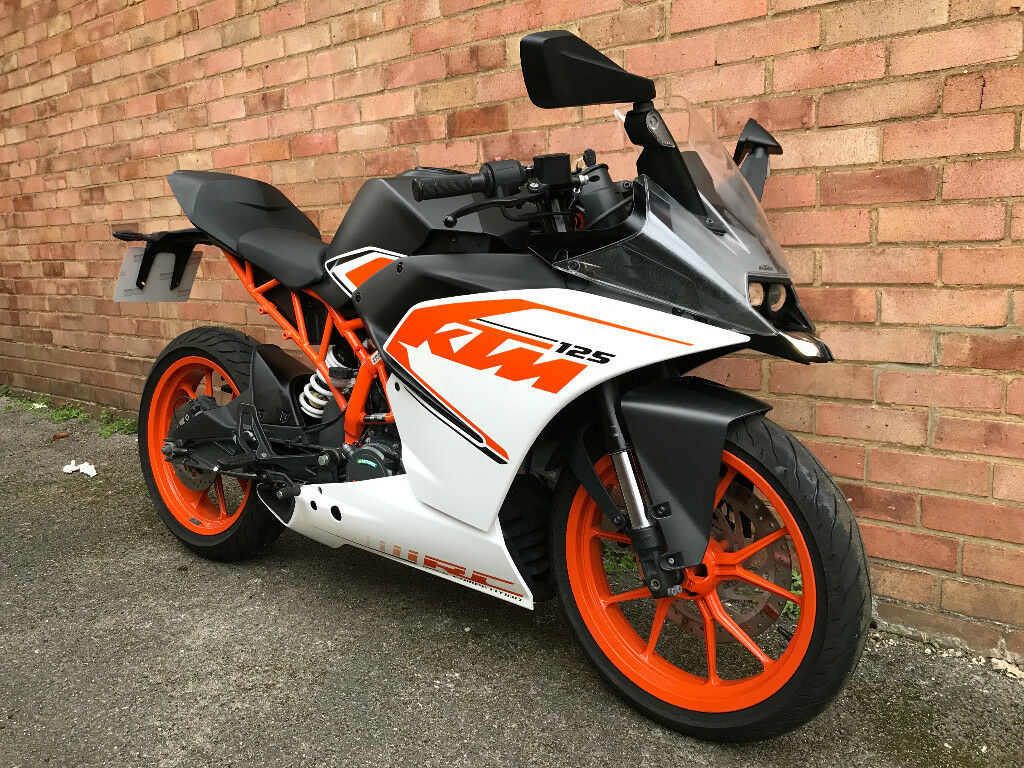 ktm rc 125 white 2017 very low miles in wood green. Black Bedroom Furniture Sets. Home Design Ideas