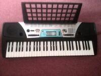 yammaha electic keyboard, good size