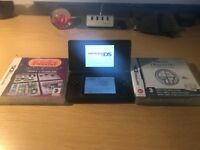 Nintendo DS Lite plus 2 games.